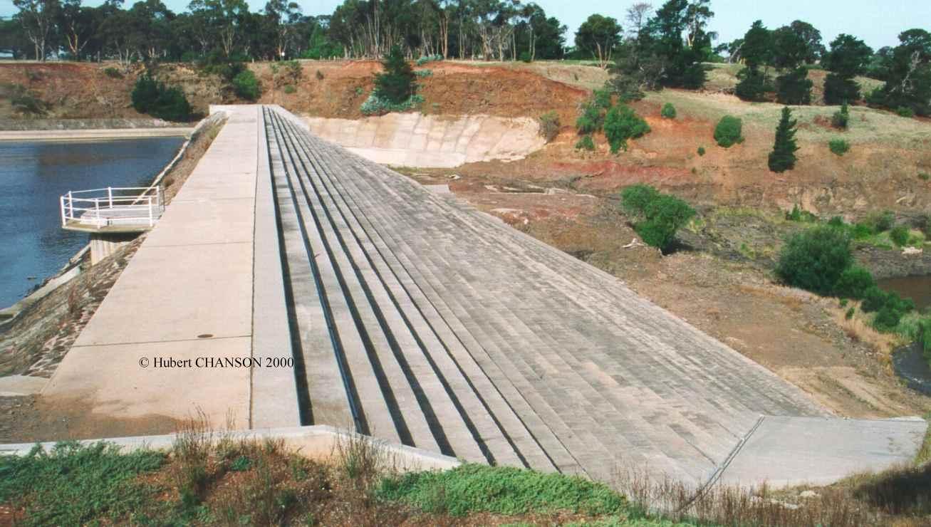 Overflow embankment stepped spillways for Design of pond embankment